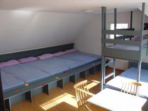 Zimmer mit 10 Lager